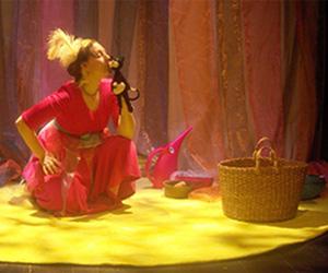 Sagofen Isadora uppträder på Barnens scen i Malmö